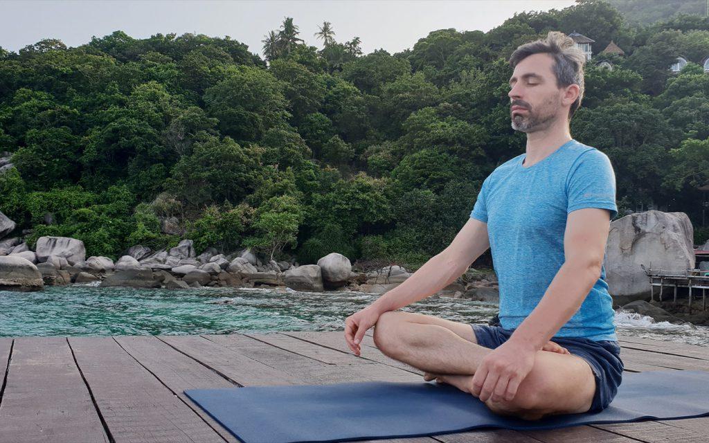 Vipassana-meditation Organizar un retiro de yoga.