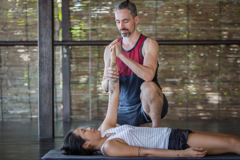 Organizar un retiro de yoga.